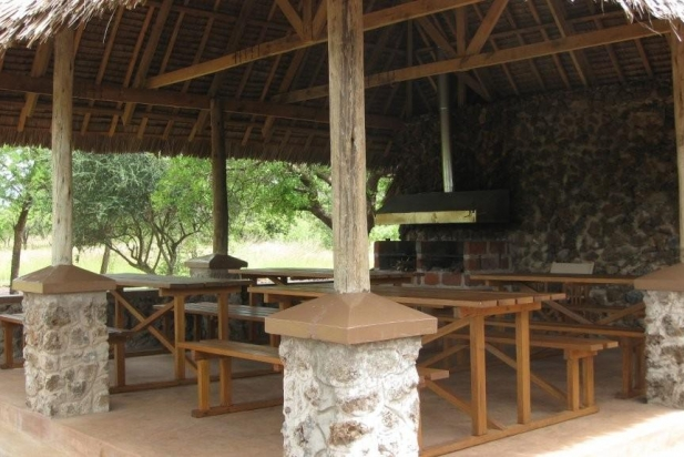 Campsite dining areas and shaded areas